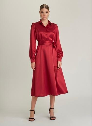 NGSTYLE Kuşaklı Saten Midi Elbise Bordo
